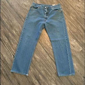 Men's worn Levi's straight fit